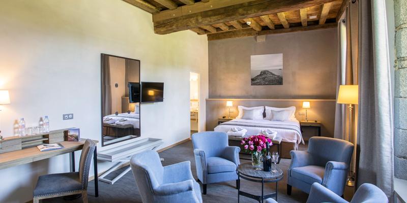 Chambre junior de l'hotel de l'Abbaye avec lit king size
