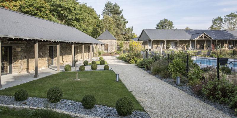Pscine avec terrasses des chambres confort piscine